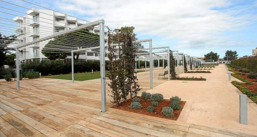 Santa Eulària abre al público nuevas zonas verdes en los alrededores del Hotel Tres Torres.