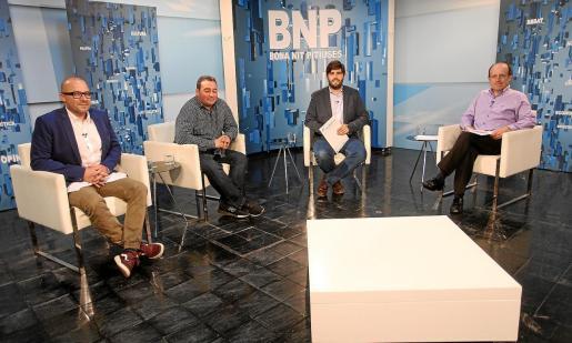Juan Carlos Torres (derecha de la imagen), juez decano de Ibiza, fue entrevistado ayer en el Bona Nit Pitiüses de la TEF.