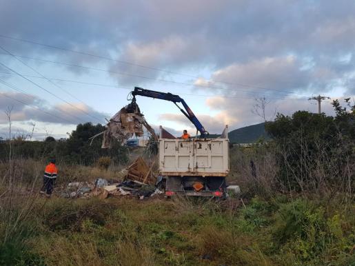 Se han retirado dos toneladas de residuos en la zona