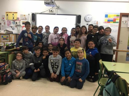 El colegio Guillem de Montgrí de Sant Antoni colaboró con la Asociación Aspanob en el Día del Cáncer Infantil.