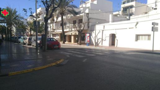 El atropello ha tenido lugar en el paso de peatones en la calle Sant Jaume, en la confluencia con Rodríguez de Valcárcel.