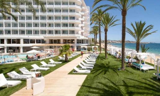 CaixaBank concede 927 millones de euros en créditos al sector hotelero balear durante 2018.