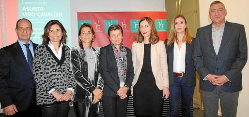 Marc Ponsetí, Paula Serra, Margarita Pérez-Villegas, Carmen Serra, Asunta Vivó, Neus Linares y Juan Cifuentes.