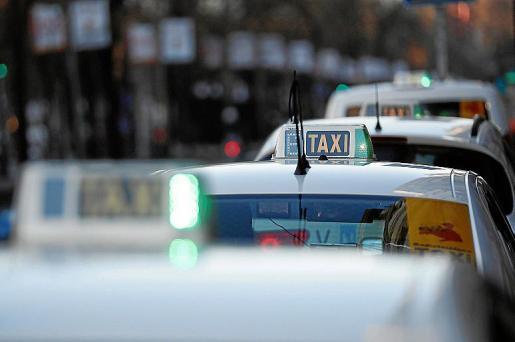 Los taxistas son partidarios de regular la precontratación de los VTC.