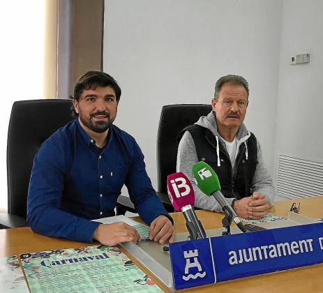 El regidor de Festes, Agustín Perea, y Enrique Welker en Can Botino.