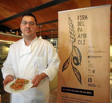 El chef Pepe Torres elaboró un 'pa amb oli' de 'peix sec' de Formentera.