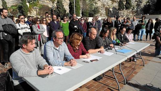 La directora del CEIP Sant Jordi, Present Ortiz, habló junto con Joan Amorós de APDE y Pepita Costa de la FAPA.