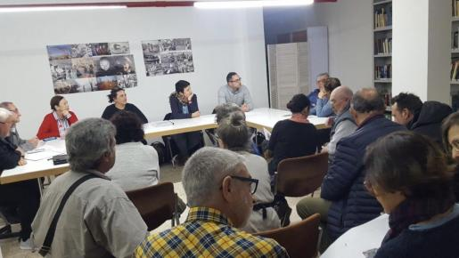 Ayuntamiento y vecinos se reunieron este viernes para hablar del proyecto