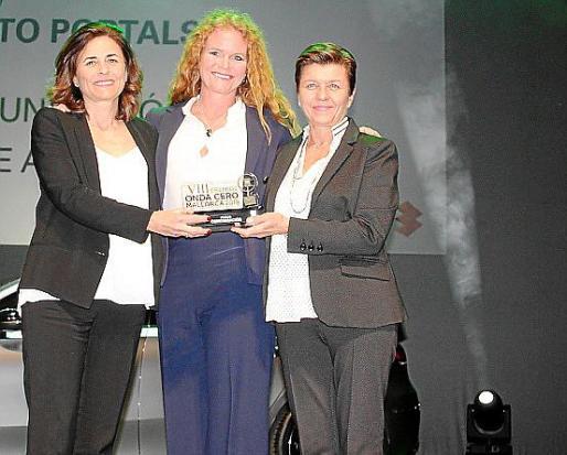 Paula y Carmen Serra con Corinna Graf.