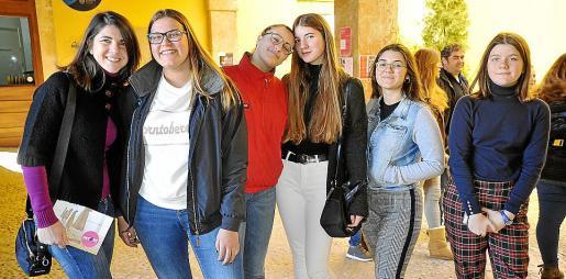 Rosa Pomar, Xesca Bibiloni, Antónia Oliver, Maria Sastre, Margalida Bauçà y Clara Sastre.