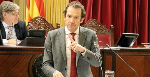 El conseller de Territori i Mobilitat, Marc Pons, ayer durante una de sus intervenciones en el Parlament balear.