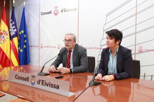 El presidente del Consell, Vicent Torres, y la concejala de Urbanisme de Vila, Elena López.