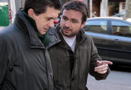 'El Follonero' ha acudido esta mañana a las puertas de la Audiencia para intentar entrevistar a Jaume Matas.