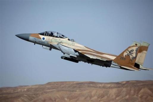 Israel ataca objetivos de Hamás en Gaza en respuesta al lanzamiento de 'globos incendiarios'.