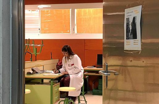 Carmen Cuadra presta consulta en el instituto cada quince días.