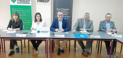 Lidia Álvarez (secretaria de la Pime Formentera), Mª Ángeles Marí (gerente Pimeef), Alfonso Rojo (presidente de Pimeef) y los representantes de Banc Sabadell, Óscar Prohens y Vicent Prats.