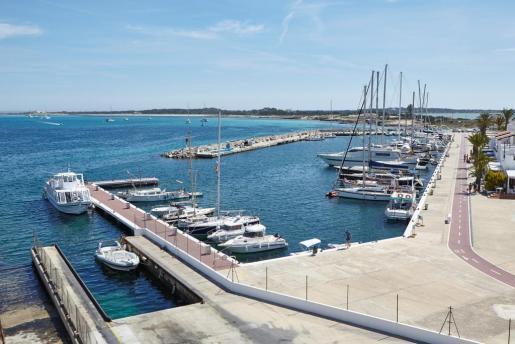 Imagen de archivo del puerto de la Savina en Formentera