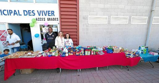 El Harinus Ibiza Futsal recogió alimentos y productos de higiene durante el partido de fútbol sala del domingo contra el Gasifred. La entidad 'futsalera' calcula que donó algo más de 300 kilos.