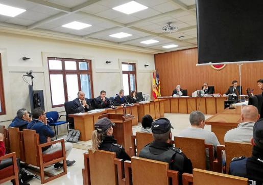 El tribunal de la sección segunda de la Audiencia Provincial dejó el juicio visto para sentencia.