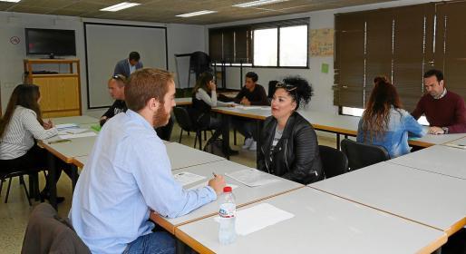 Los candidatos entraron a la sala de entrevistas de cuatro en cuatro.
