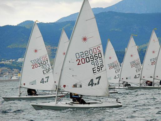 Imagen de archivo de una regata de la clase Laser 4.7.