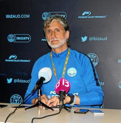 Pablo Alfaro, poco antes de comenzar la rueda de prensa de ayer.