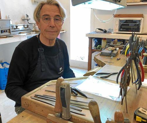 El artesano joyero Enric Majoral descubrió Formentera en el año 1971.