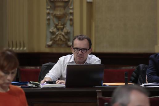 Salvador Aguilera en el Parlament.