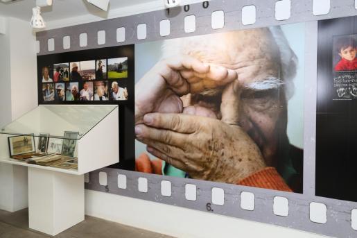 La exposición recoge en Sa Nostra Sala carteles, textos y objetos personales que pertenecieron al director madrileño.