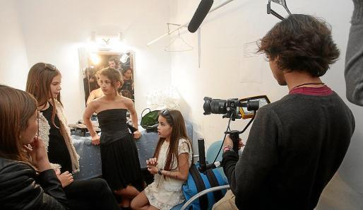 Los estudiantes del CEIP S'Olivera han estado acompañados durante los días de rodaje por los alumnos del CESAG de Palma.