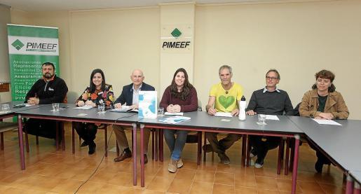 Distintos portavoces de la Alianza por el Agua dieron ayer una rueda de prensa en la sede de Pimeef.