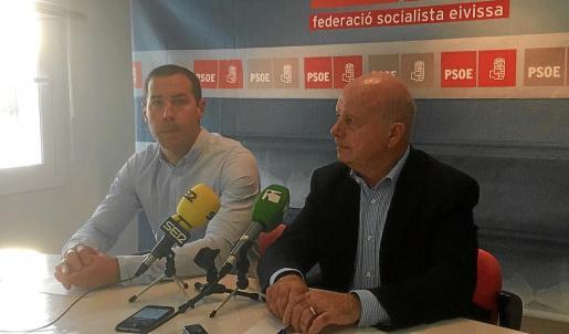 Simón Planells (izquierda) y Pep Tur 'Cires' anunciaron en diciembre el relevo en la candidatura socialista.