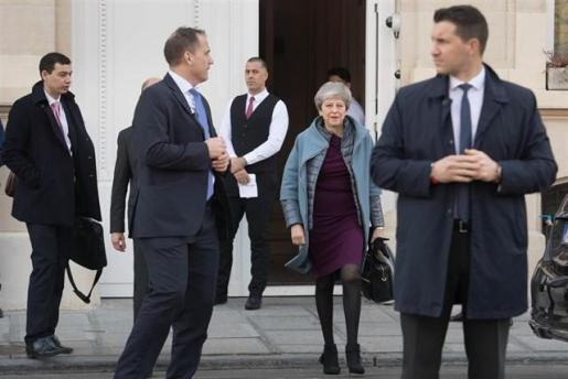 Hasta once ministros han pactado plantarse para forzar la salida de Theresa May del poder, según 'The Times'.