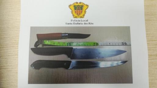 Imagen de los cuchillos intervenidos a los okupas