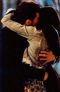 Sara Carbonero e Iker Casillas, dándose un apasionado beso.