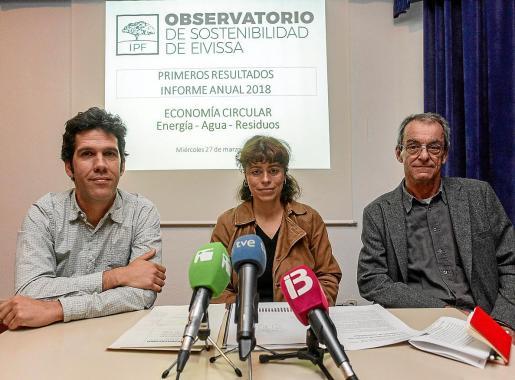 Juan Calvo, Sandra Benbeniste y Arturo López en la presentación del informe anual del 2018.