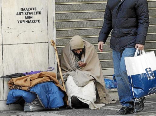 La profunda recesión que padece Grecia hace aflorar con rapidez la dramática situación en las calles.