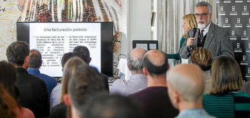 El doctor en Economía Carles Manera y la economista Vanessa Rosselló presentaron el estudio.