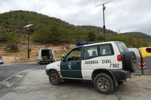 Un coche de la Guardia Civil en Ibiza.