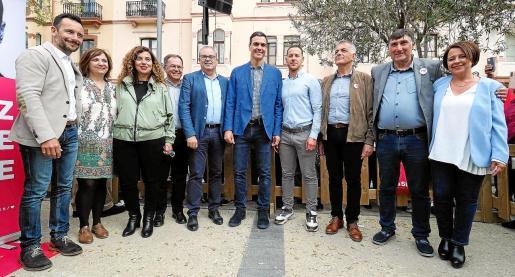Sánchez junto a los candidatos a las alcaldías de Ibiza, la diputada Sofía Hernanz, la candidata al Senado, Patricia Abascal, y la consellera Pilar Costa.