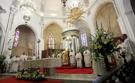 Un momento de la Eucarstía oficiada por el obispo Vicente Juan Segura.