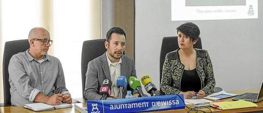 Joan Ribas, Rafa Ruiz y Elena López, en la rueda de prensa en la que presentaron el PGOU en 2016.