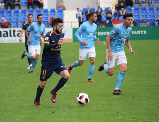 Un momento del partido disputado hoy entre el UCAM Murcia y la UD Ibiza.