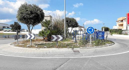 Las rotondas y muchas calles de Cala de Bou presentan deficiencias.