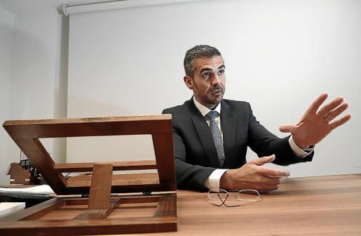 El abogado Jaime Campaner, en su despacho profesional.