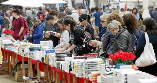 El día de Sant Jordi volvió a ser todo un éxito de público en Vara de Rey.