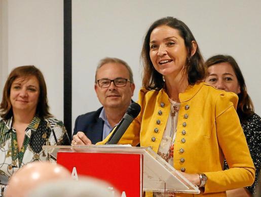 La ministra de Industria, Turismo y Comercio, María Reyes Maroto, durante su intervención ayer en Cala de Bou.