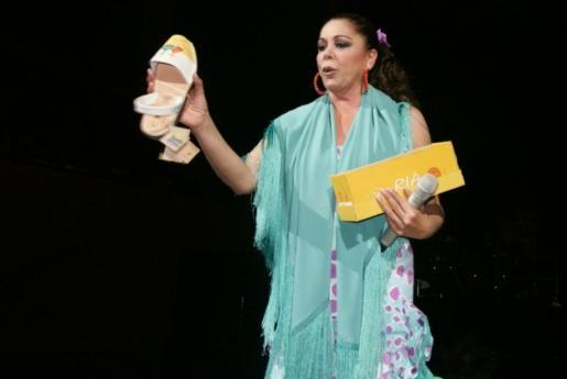 Isabel Pantoja, durante una de sus actuaciones.