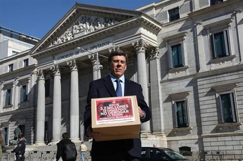 Juan Carlos Quer, a Sánchez e Iglesias: «Mi hija Diana dijo no es no y fue brutalmente asesinada tras ser violada».