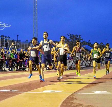 Álvaro de Arriba entra en meta como ganador de la prueba de los 1.000 metros masculinos en la edición del 2018.